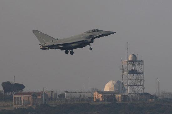طائرة رافال فرنسية تطير فوق دمشق