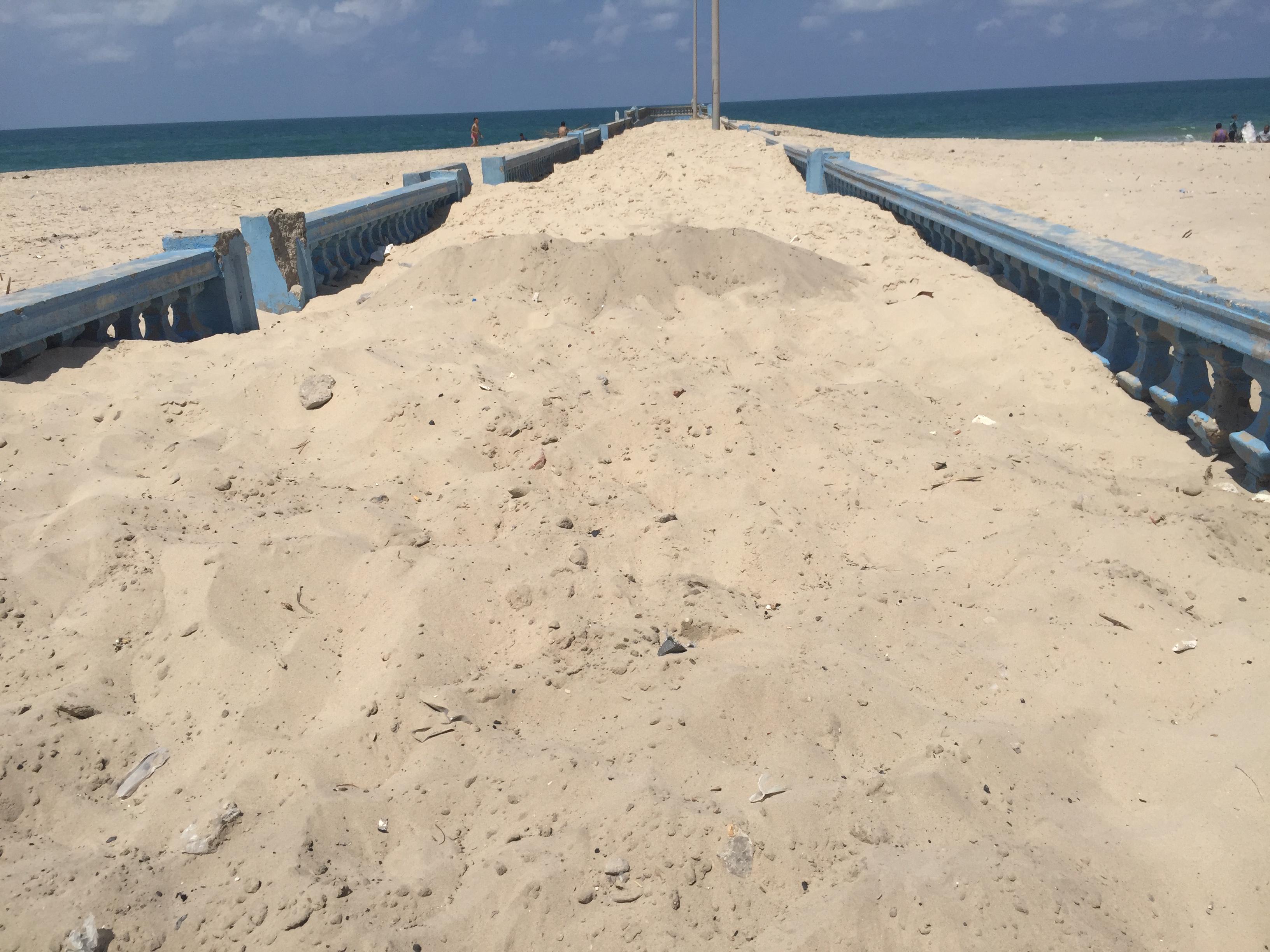 الرمال تلتهم ألسنة الكورنيش (2)