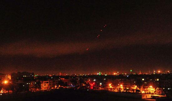إسقاط صواريخ على بعض المواقع فى دمشق