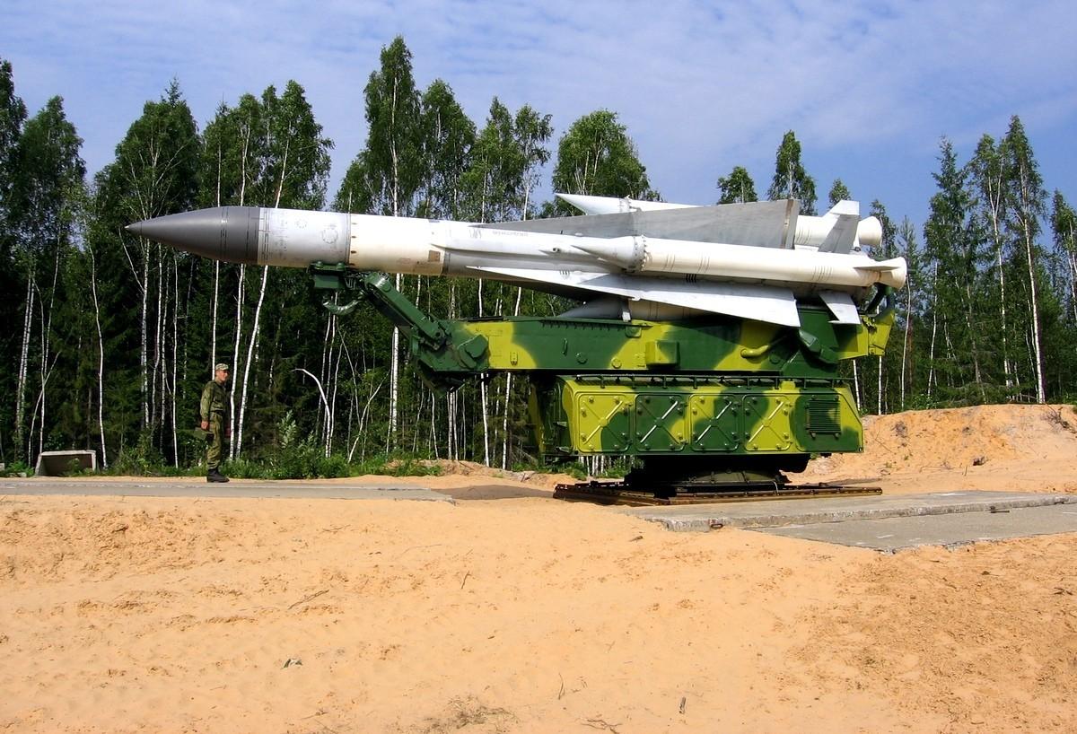 منظومة الدفاع الجوي اس 200