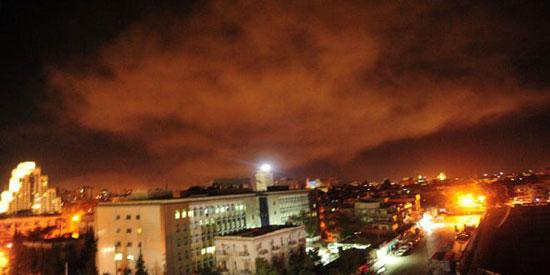 تصاعد الدخان عقب القصف ضد سوريا
