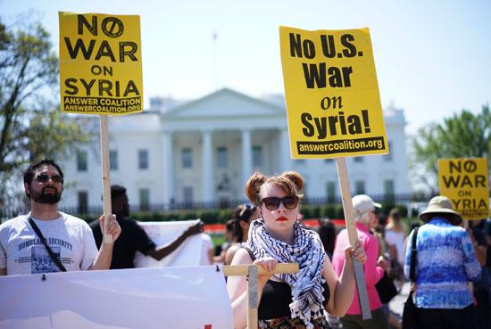 لافتات معارضة للتدخل الأمريكى فى سوريا