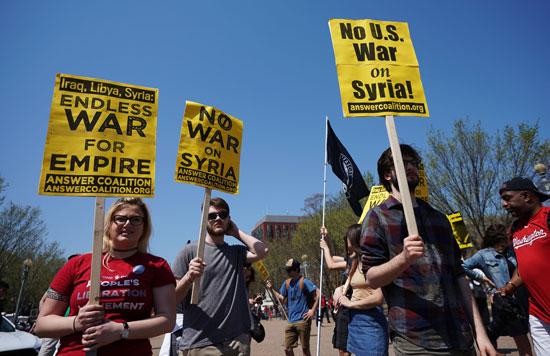 جانب من تظاهر الأمريكيين