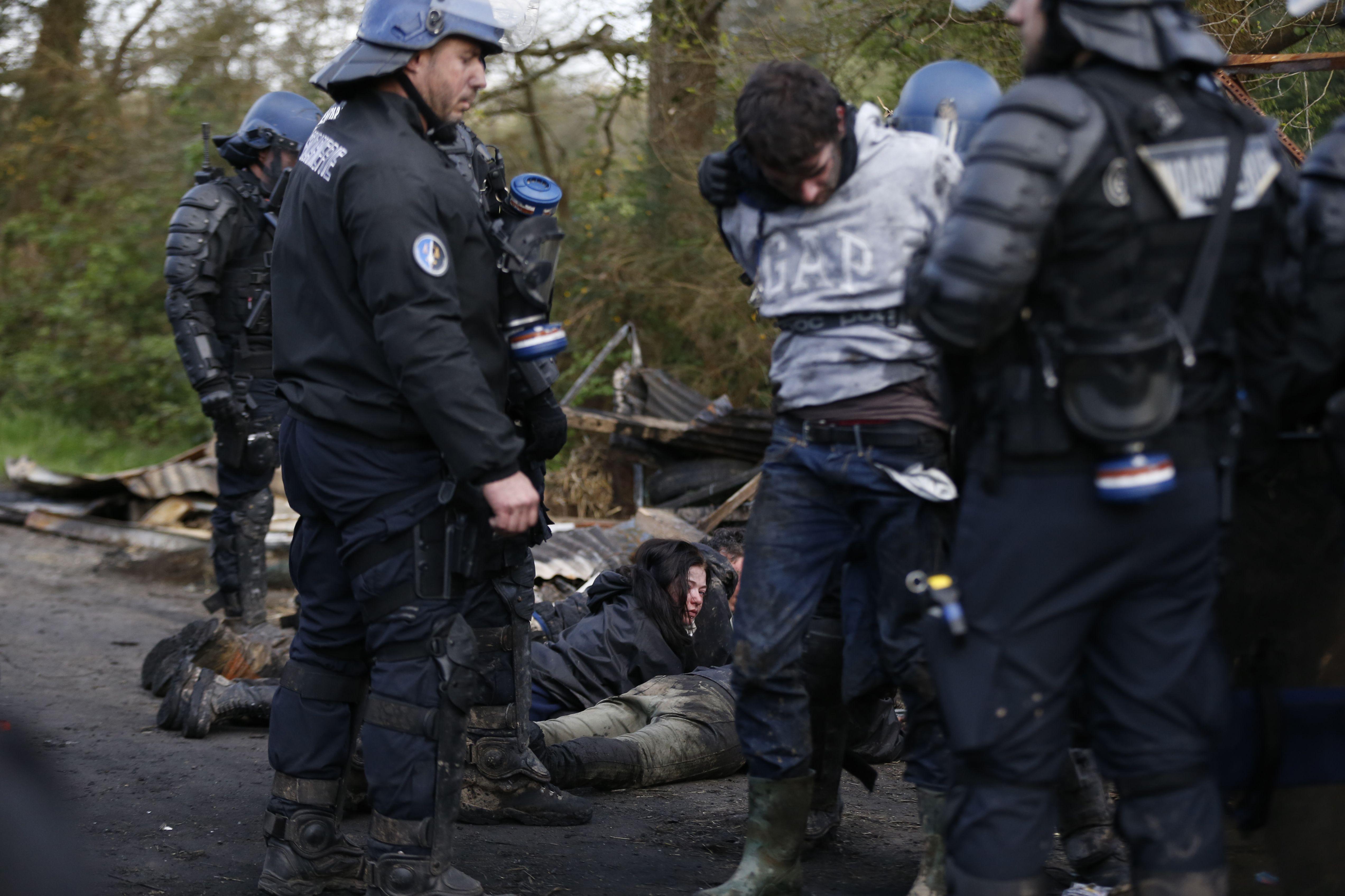جانب من اعتقال المحتجين