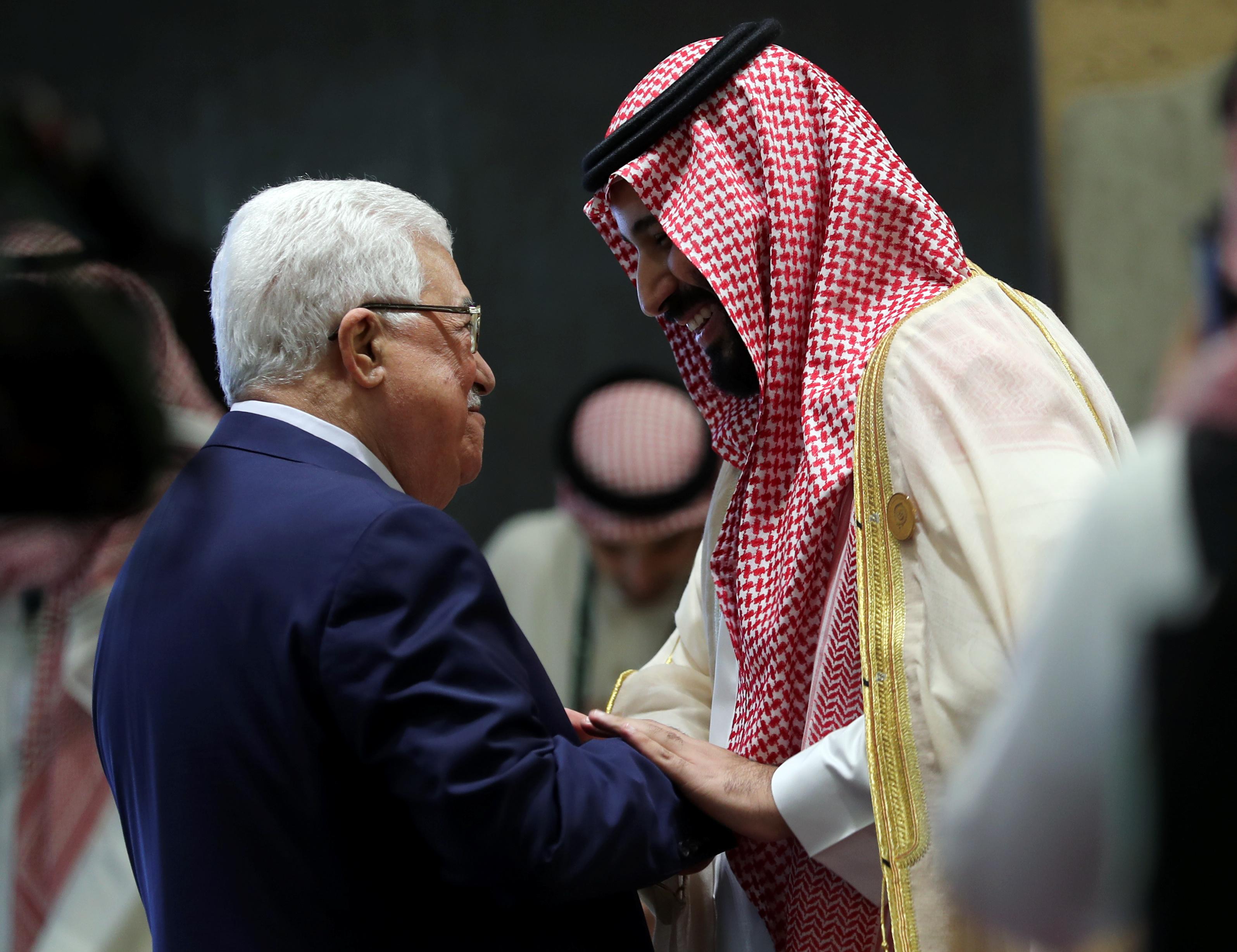 ولى العهد السعودى والرئيس الفلسطينى خلال القمة