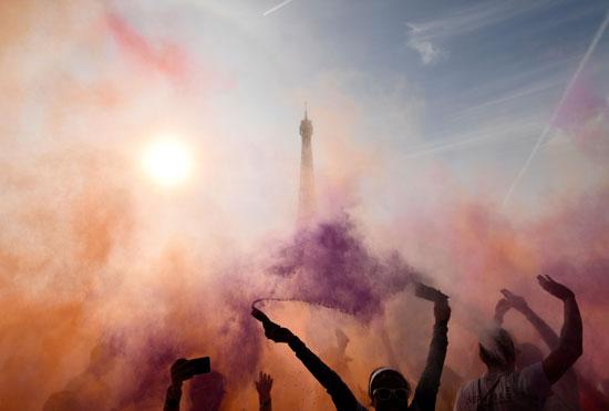 احتفالات الفرنسيين أمام برج إيفل فى باريس