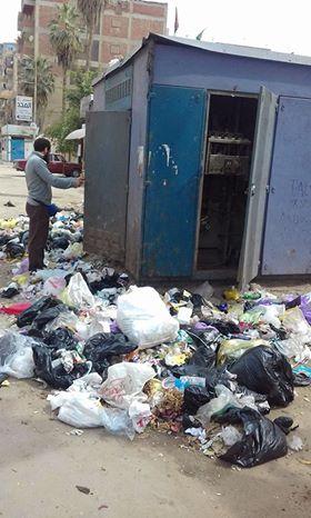 القمامة أمام محول كهربائى