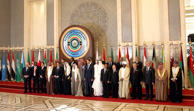 الرئيس السابق مبارك فى احدى القمم العربية السابقة