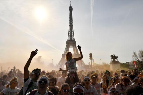 جانب من احتفالات الفرنسيين بمهرجان الألوان