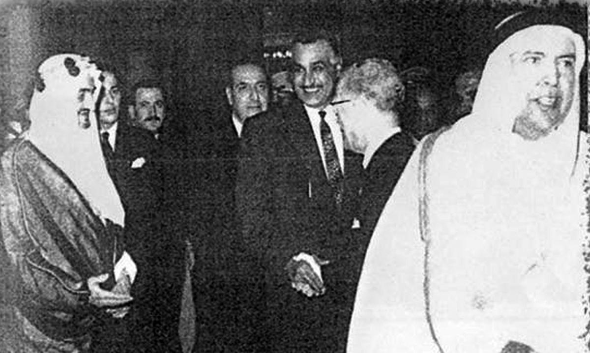الملك فيصل والرئيس جمال عبد الناصر والملك حسين فى القمة العربية الثانية