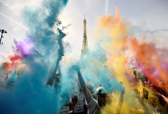 مهرجان الألوان فى باريس