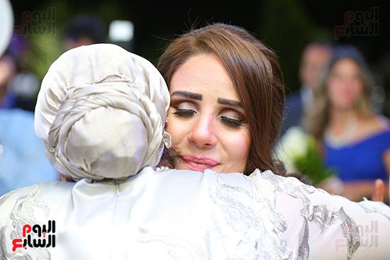 العروس مع والدتها