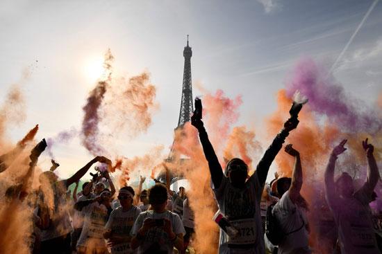 احتفالات مهرجان الألوان فى باريس