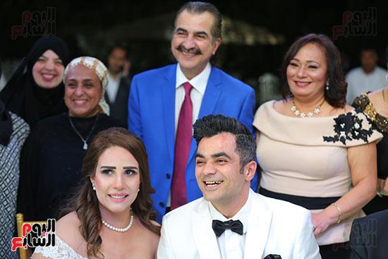 العروسين مع عصام شلتوت