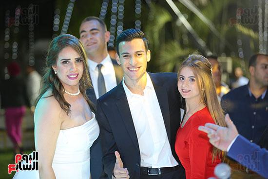 العروس مع المعازيم