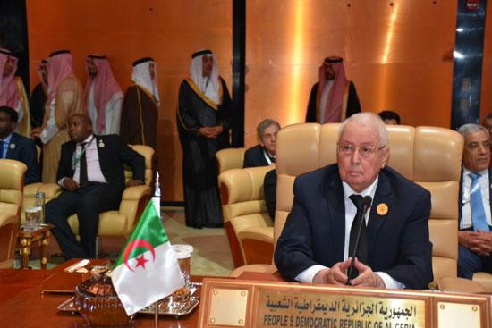 ممثل جمهورية الجزائر خلال القمة العربية بالسعودية