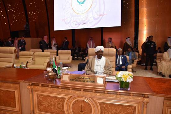 رئيس السودان خلال القمة العربية فى السعودية