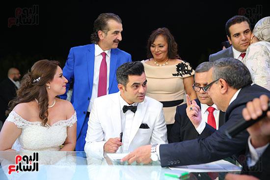 أحمد شلتوت أثناء كتب الكتاب
