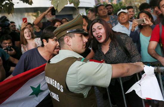 قوات الأمن فى تشيلى تفرض طوقا بمحيط المتظاهرين