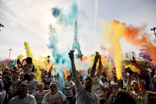 احتفالات الفرنسيين بمهرجان الألوان
