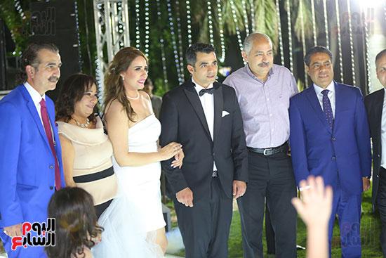 العامرى فاروق وطارق قنديل مع العروسين
