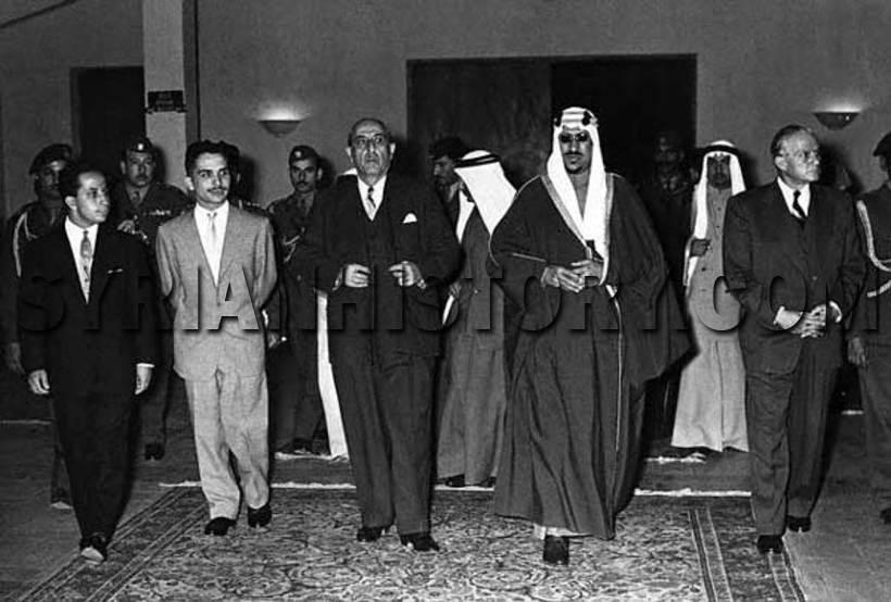 الزعماء العرب فى احدى القمم العربية السابقة