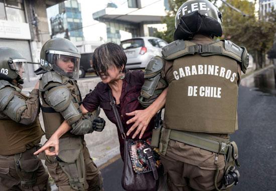 شرطة تشيلى تعتقل إحدى الناشطات