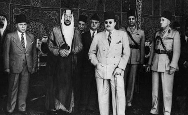 الملك فاروق ملك مصر خلال أول قمة عربية