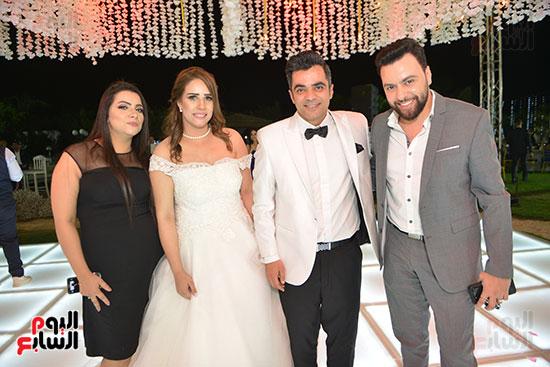 المعازيم مع العروسين