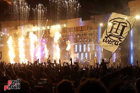 صور تامر حسنى يحيى حفلا فى جامعة بدر (31)