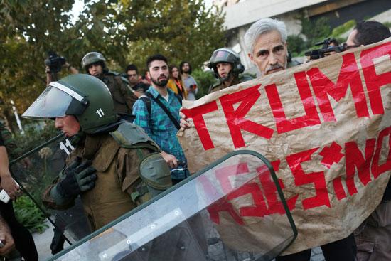 قوات الأمن تنتشر بمحيط المتظاهرين