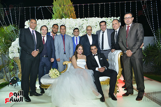 احتفال أسرة اليوم السابع بالعروسين