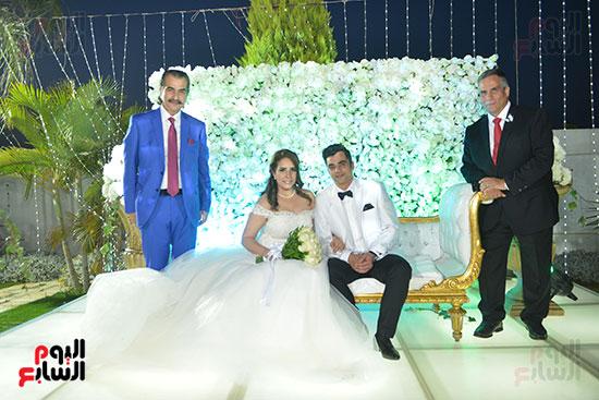 العروسان مع الأهل