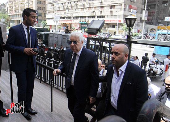 وصول مرتضى منصور مجلس الدولة للنظر فى الدعوى ضد الوزير (4)