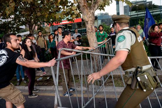 اشتباكات أمام السفارة الأمريكية فى تشيلى