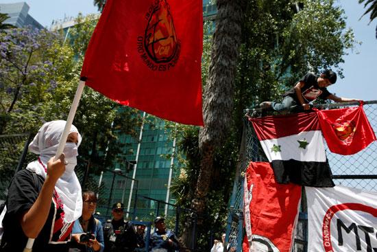 مظاهرات فى مكسيكو سيتى بمحيط السفارة الأمريكية