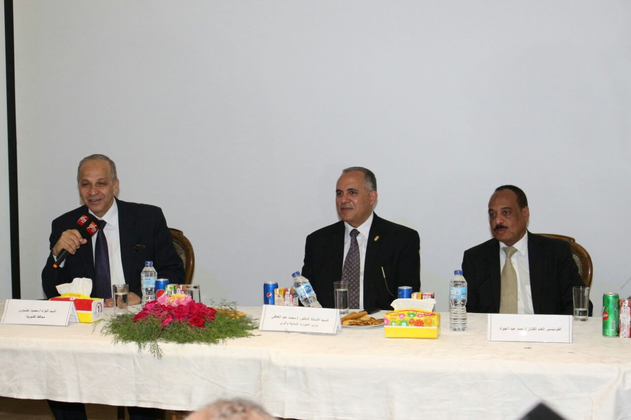 6 وزير الرى ومحافظ القليوبية خلال اللقاء