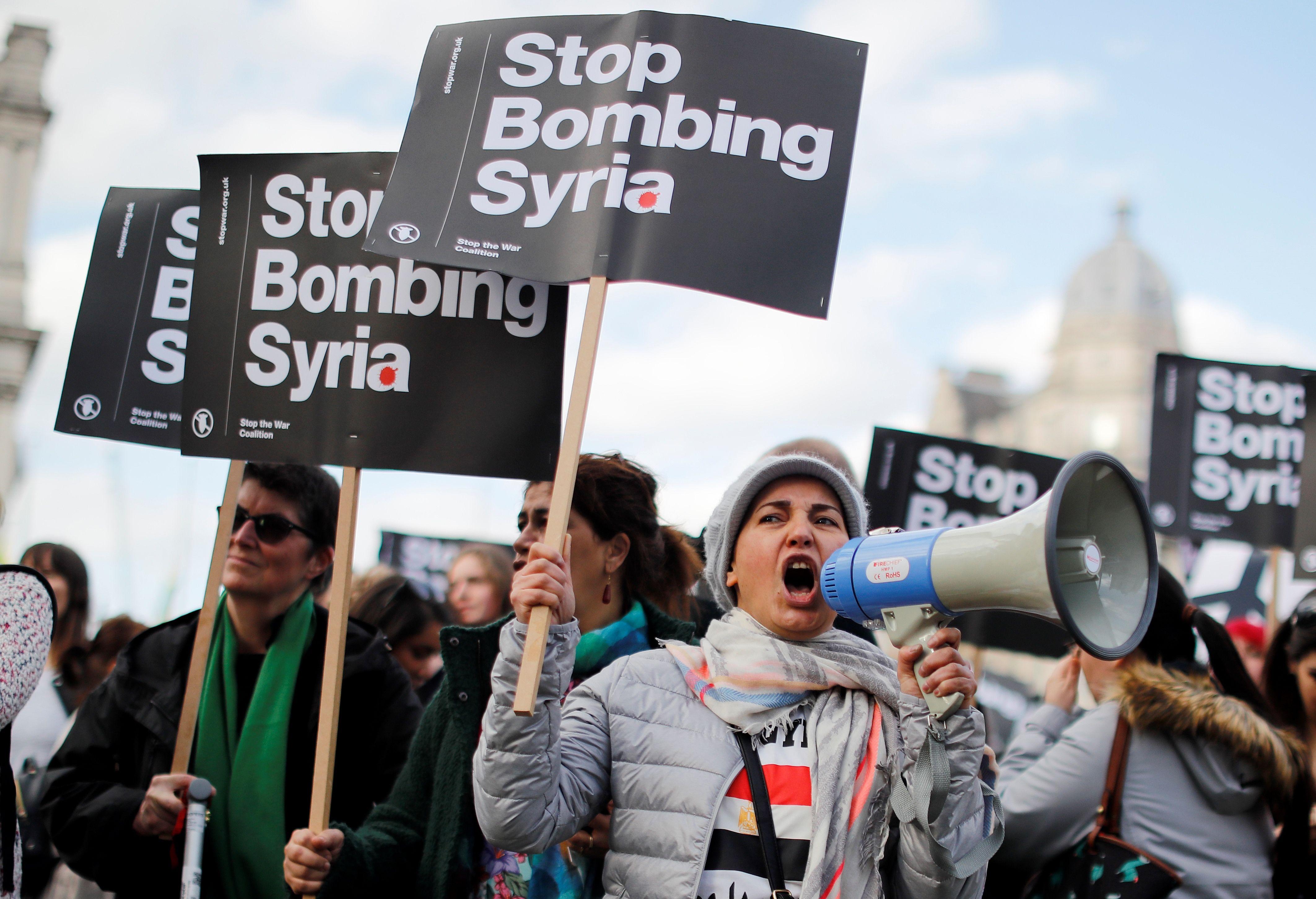 مظاهرات بريطانية رفضا للغارات