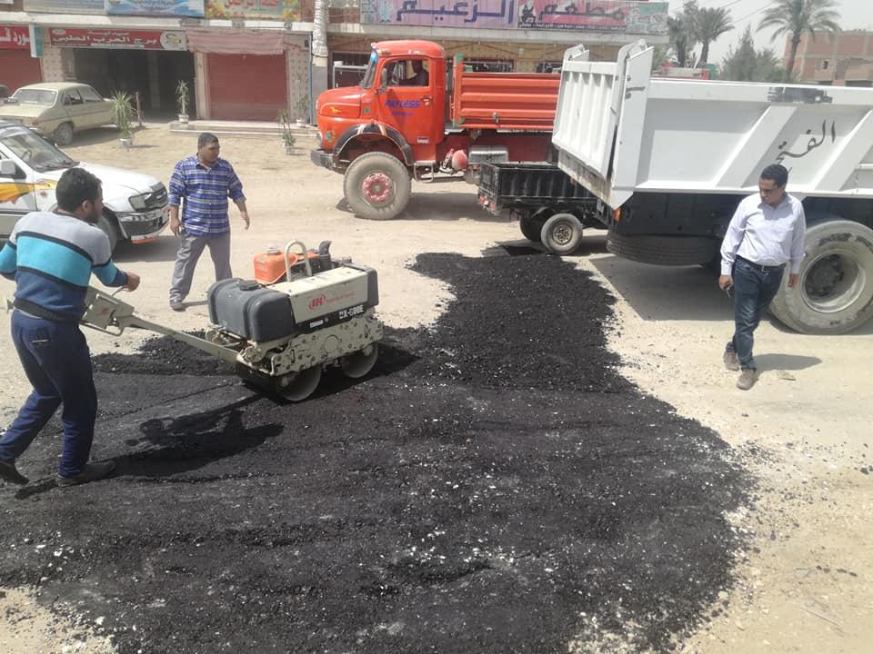 تسوية الحفر وإزالة المطبات العشوائية (8)