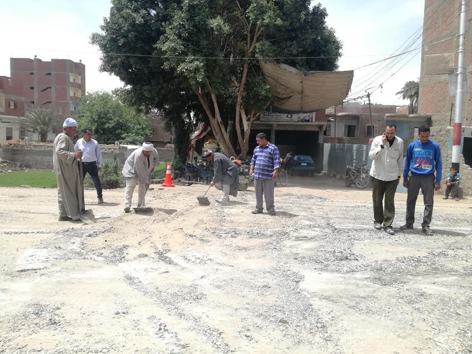 تسوية الحفر وإزالة المطبات العشوائية (4)