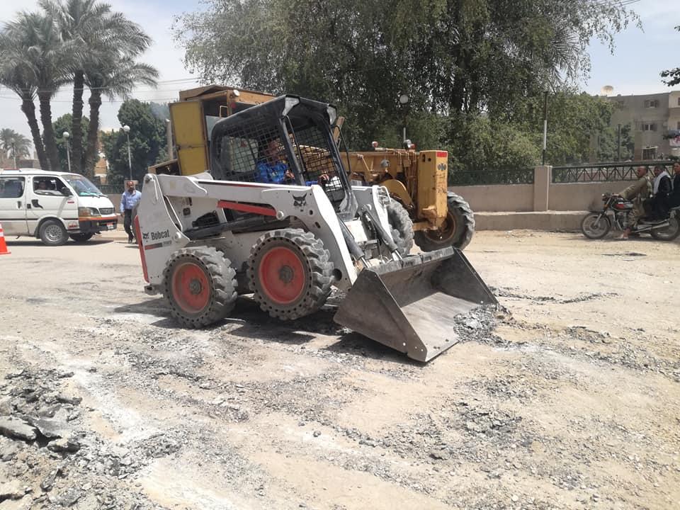 تسوية الحفر وإزالة المطبات العشوائية (1)