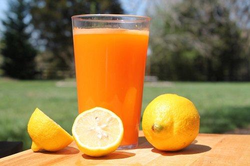 عصير الليمون والبرتقال لعلاج النقرس