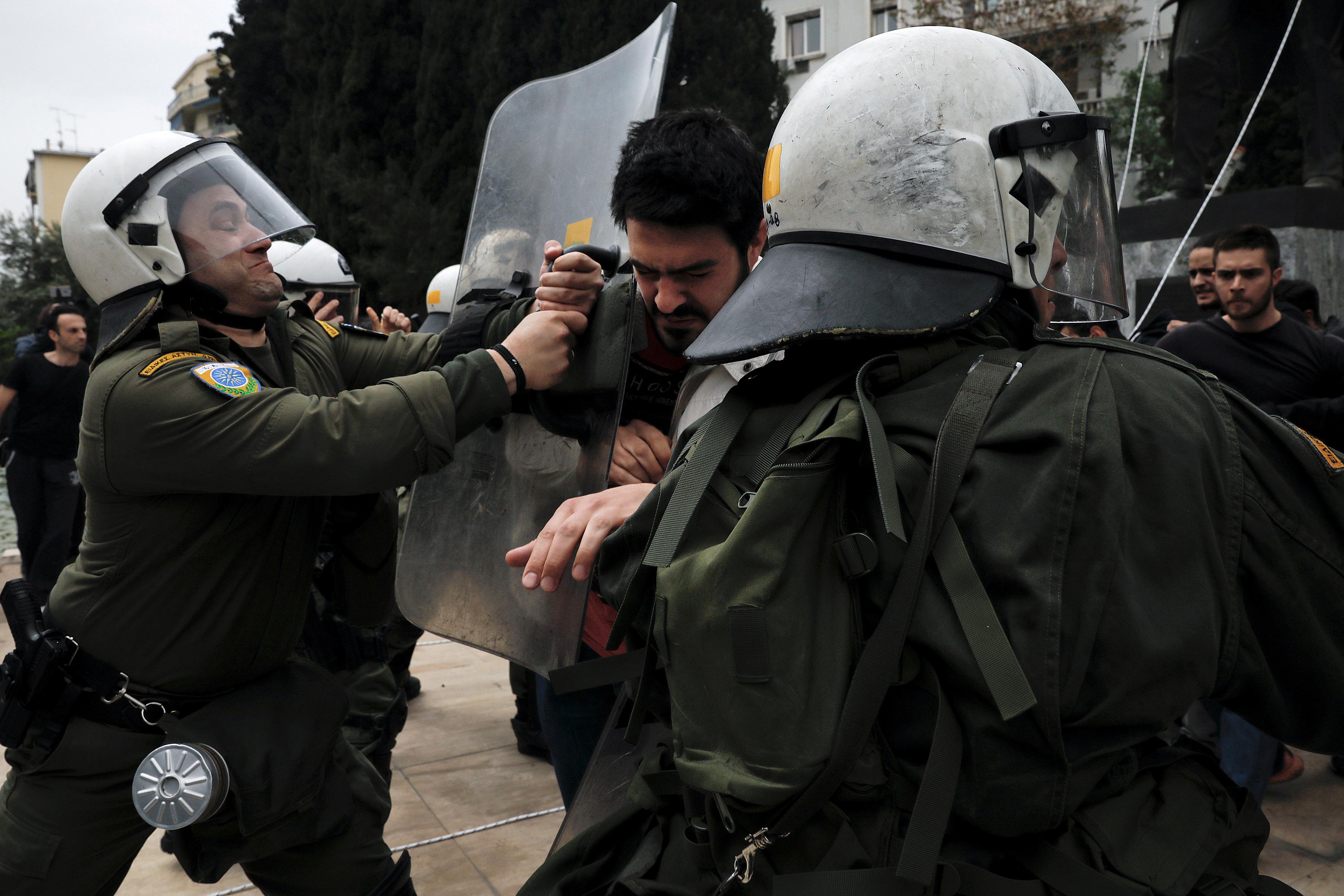 شرطة اليونان