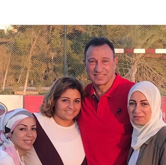 الخطيب و بناته الثلاثة