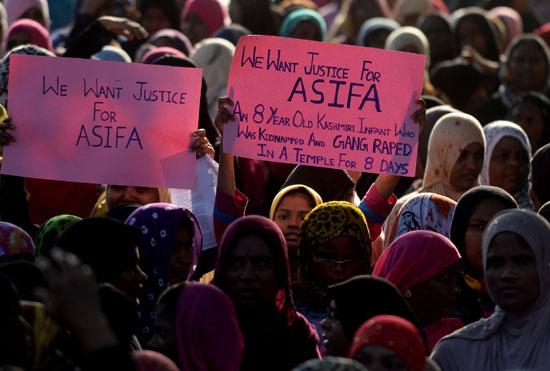 فتيات يتظاهرن فى الهند