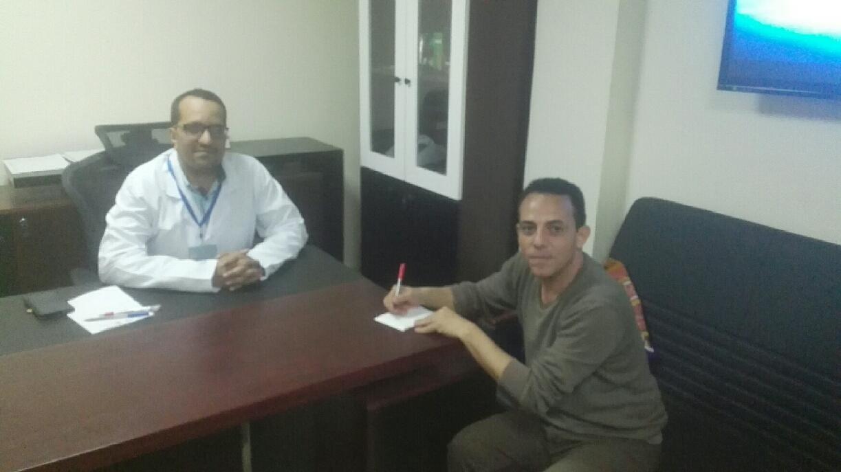 1-مدير مستشفى بنى سويف مع محرر اليوم السابع