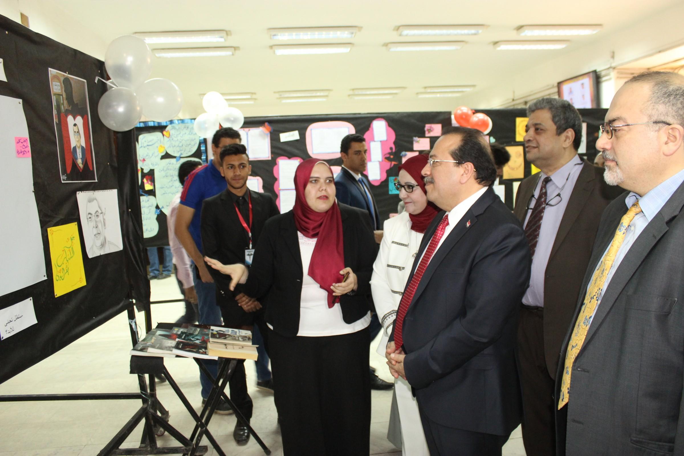 عرض أعمال أحمد خالد توفيق بالمعرض الفني (1)