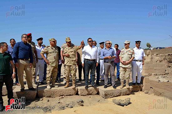 جولة القيادات الأثرية والجيش داخل طريق الكباش