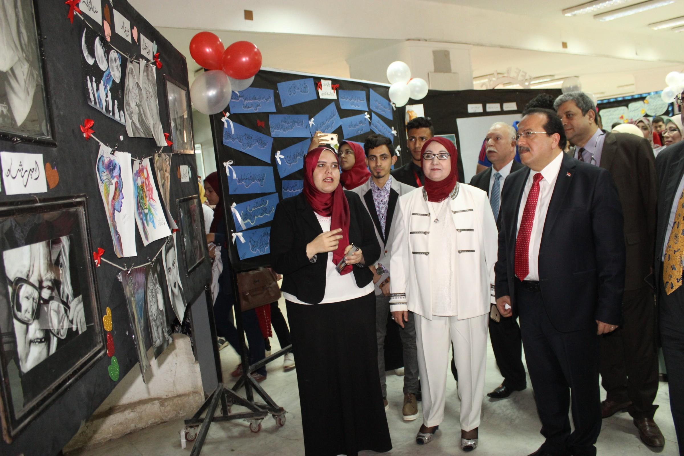 عرض أعمال أحمد خالد توفيق بالمعرض الفني (2)