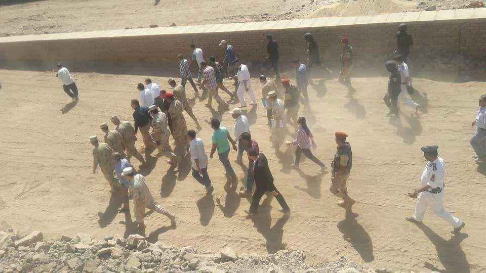 الاثار والجيش يتفقان علي إزالة منازل نجع أبو عصبة لإستكمال المشروع